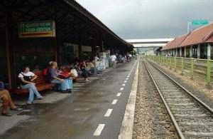 Met de trein reis je naar het centraal station van Bangkok.