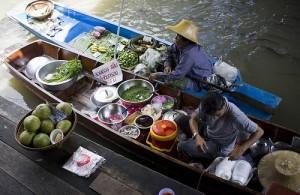 De Damnoen Saduak markt is de bekendste drijvende markt van Bangkok.