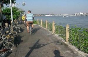 Een fietstocht door Bangkok is een leuke manier om de stad te leren kennen.