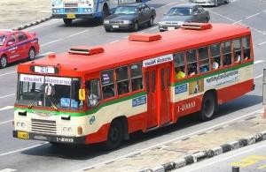 Op vliegveld Suvarnabhumi vertrekken de stadsbussen vanaf het PTC.