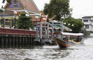 Het maken van een tocht door de khlongs van Thonburi is een leuke activiteit.