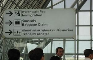 Aankomst en vertrek in Thailand gaat meestal via vliegveld Suvarnabhumi International Airport te Bangkok.