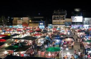 Het is goedkoop en gezellig winkelen op de markten in Chiang Mai.