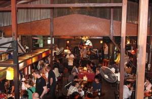 In restaurant The Riverside kun je genieten van live muziek.