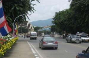 Chiang Mai ligt in een groene vallei aan de voet van de heuvels.