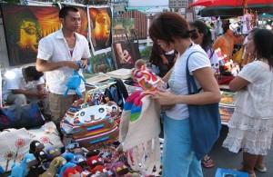 Gezellig en goedkoop winkelen op de Chiang Mai Night Bazaar of Sunday Night Market.