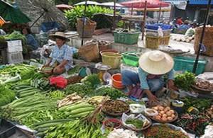 Het is gezellig winkelen op de  locale markten in Hua Hin en Cha-am.