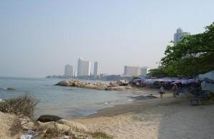 Naklua heeft een klein en intiem strand.