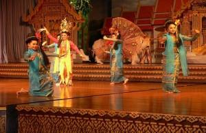 In Nong Nooch Garden worden traditionele Thaise dansen opgevoerd.