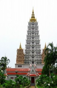 Wat Yansangwararam is gebouwd met verschillende architecturale aspecten.