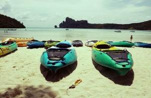 Op het strand van Karon worden tal van watersport activiteiten aangeboden.