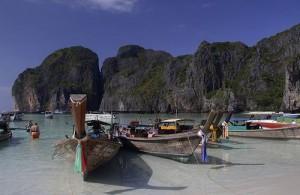 De longtailboats op Phuket worden voornamelijk gebruikt om toeristen te vervoeren.