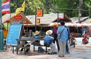 Omdat Rawai erg populair is bij de locale bevolking vind je er veel restaurantjes.