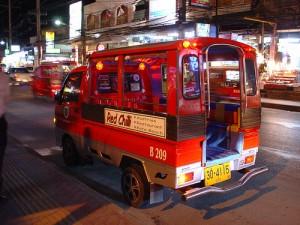 Voor je vervoer op Phuket per tuktuk dien je altijd eerst de prijs af te spreken.
