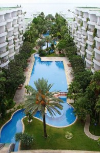 Vaak heeft een appartement in Thailand een gezamenlijk zwembad.