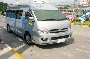 Veel reisorganisaties in Thailand hebben voor georganiseerde rondreizen eigen luxueuze minibussen.