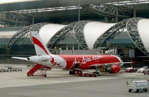 Budget vliegmaatschappij Air Asia vliegt in Bangkok vanaf vliegveld Suvarnabhumi.