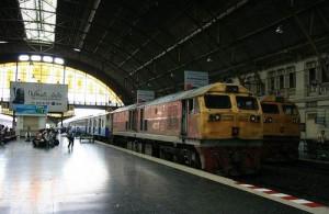 Vanaf treinstation Hua Lamphong te Bangkok vertrekken alle vier de hoofdlijnen van Thailand
