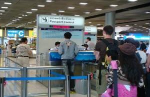 Na aankomst in Thailand kom je eerst bij immigration.