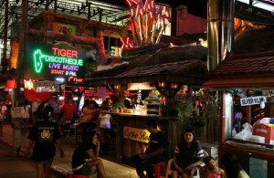 Patong is op Phuket het centrum van het nachtleven.