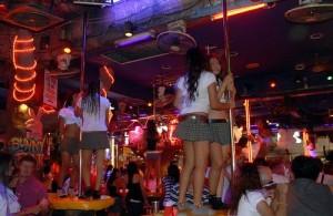 Bargirls vind je in Patong vooral in de bars in Bangla Road.