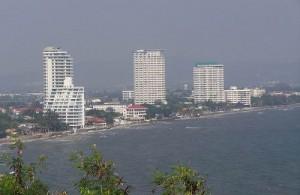 Hua Hin is een snel groeiende en moderne badplaats aan de Golf van Siam.