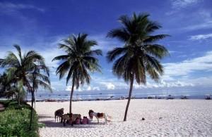 De veilige en brede stranden maken Hua Hin ideaal voor families met kinderen.