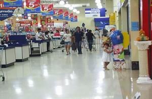 In de hypermarkets worden zowel 'food' als 'non-food' producten verkocht.