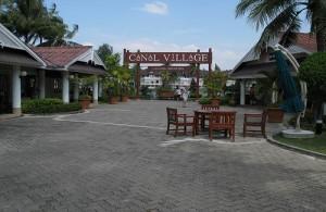Winkelcentrum Canal Laguna Village is gebouwd als een soort dorp.