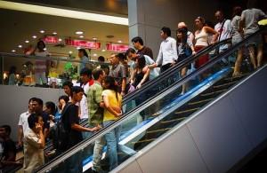 Het MBK is vanwege goedkope kleding en gadgets populair bij jongeren.