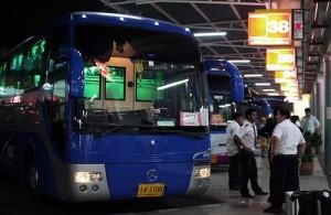 De bussen voor lange afstandsreizen vertrekken in Bangkok op één van de drie busstations.