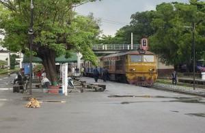 Bang Sue Railway Station ligt aan de Northern- en Norheastern Line.