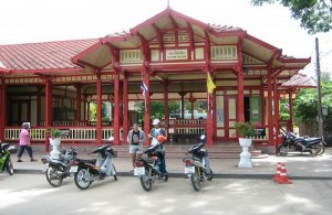 Hua Hin Railway Station is een charmant en authentiek treinstation.