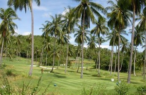Bophut Hills Golf Club ligt rustig in de heuvels midden tussen de palmbomen.