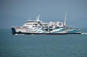 Seatran Ferry verzorgt veerdiensten tussen Donsak en Koh Samui.