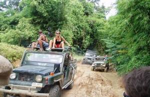 Middels een jeep safari ontdek je de schoonheid van Koh Samui.