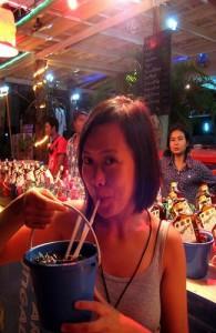 Op het strand worden 'buckets' met sterke drank verkocht.