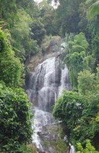 De watervallen van Na Muang bestaan uit twee watervallen.