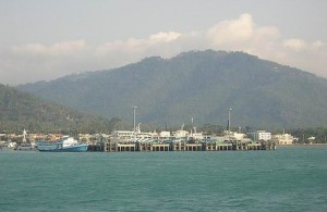 Nathon is een belangrijke havenplaats op Koh Samui.