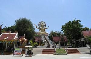 Wat Phra Yai is bekend vanwege het beroemde beeld van de Big Buddha.