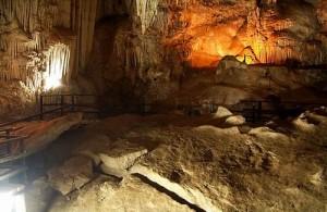 Diamond Cave is op Railay een interessante bezienswaardigheid.