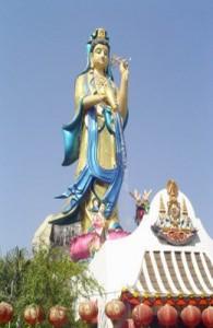 Wat Kuan Yin is een van de bezienswaardigheden in Maeklong.