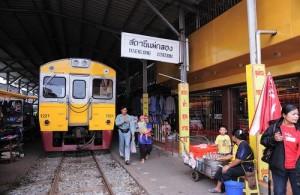 De Maeklong Railway eindigt op het treinstation van Maeklong.