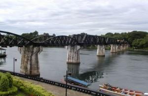 De beroemde spoorbrug 'The Bridge on the River Kwai' bij Kanchanaburi.