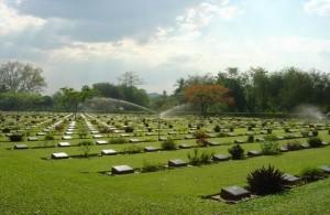 In de nabijheid van de Bridge on the River Kwai liggen een tweetal erebegraafplaatsen.