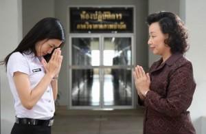 In Thailand maakt degene met de laagste sociale status als eerste de wai.