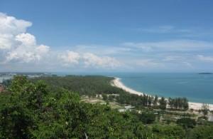 Songkhla ligt op een landtong in het zuiden van Thailand en wordt omringd door de Golf van Thailand en Lake Songkhla.