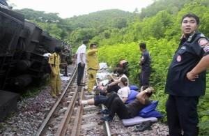 Minstens 30 passagiers, voornamelijk buitenlandse toeristen raakten hierbij gewond.