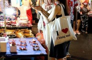 Het aanbod op de Saturday Night Market is gelijk aan dat van de bekende Sunday Night Market.
