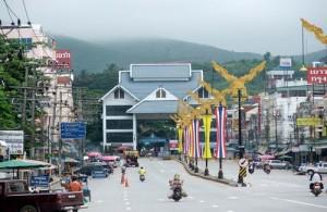 Higway 110 eindigt bij de grensovergang tussen Mae Sai Thailand) en Tachilek (Birma).